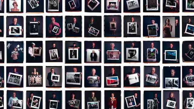Fotógrafos famosos posam com suas melhores fotos